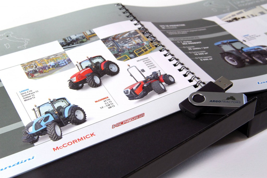 Coffret, plaquette et clef USB pour Argo Tractors
