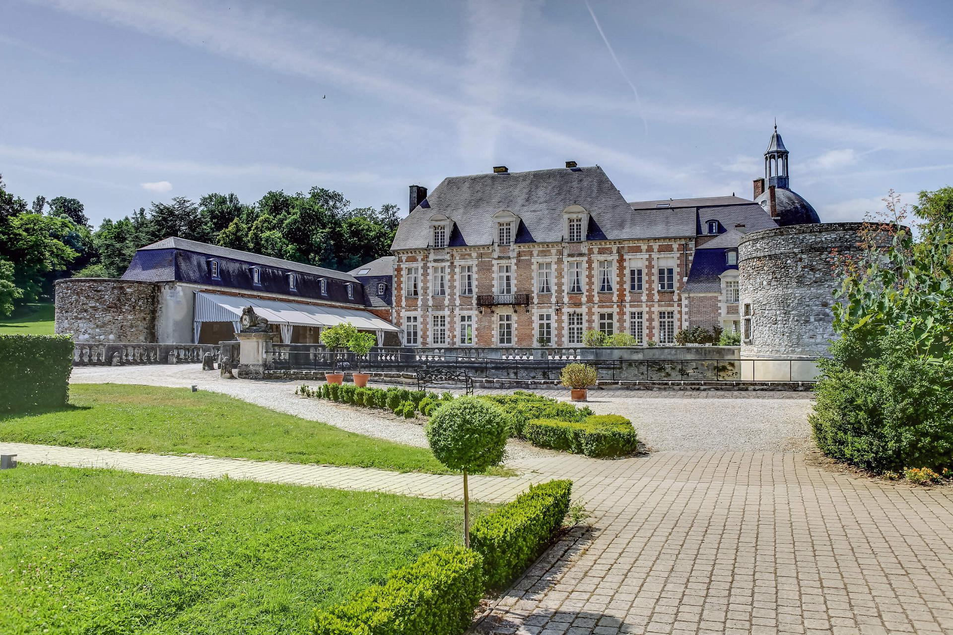 Façade du Château d'Étoges (51, Marne)